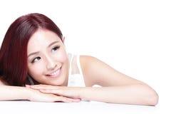 迷人的妇女微笑面孔 免版税图库摄影