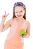 迷人的小女孩用绿色苹果。 图库摄影