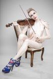 迷人的小提琴妇女 免版税库存照片