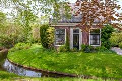 迷人的小的房子在荷兰 免版税库存图片