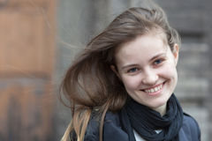 迷人的微笑的妇女 免版税库存照片