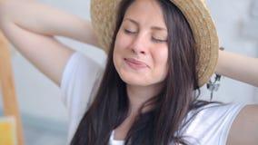 迷人的微笑的妇女` s画象 股票录像