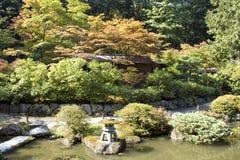 迷人的日本庭院 免版税库存图片