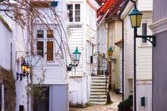 迷人的狭窄的街道在卑尔根,挪威 库存图片