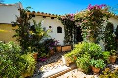 迷人的西班牙庭院 库存图片