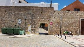 迷人的鹅卵石街道在法鲁,葡萄牙 库存图片