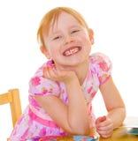 迷住女孩的被更换的小的牙。 图库摄影