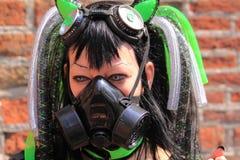 迷信哥特式gasmask的女孩 免版税库存照片