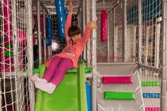 迷宫的Paygrounds女孩 免版税库存图片
