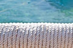 迷离在菲律宾在游艇辅助小船的一条绳索象背景摘要 免版税库存照片