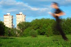 迷离大厦供以人员行动公园运行中 免版税库存照片