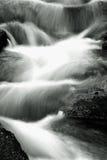 迷离行动慢的瀑布 库存照片