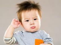 迷茫的亚裔婴孩 免版税图库摄影