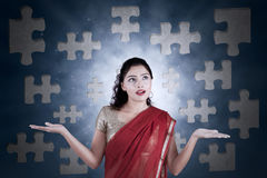 迷茫的印地安妇女连接的难题 图库摄影