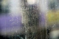 迷离在窗口的水污点 库存照片