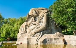 追悼的母亲,在马马耶夫库尔干州的一个雕塑在伏尔加格勒,俄罗斯 免版税库存照片