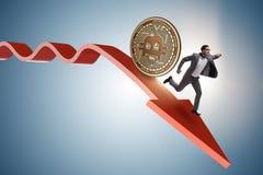 追逐在cryptocurrency价格崩溃的bitcoin商人 免版税库存照片