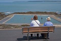 退休在海边在夏天英国 免版税图库摄影