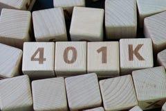 退休计划401k,资深概念的,木的立方体投资 库存照片