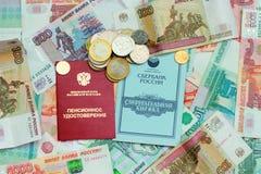 退休金卡片和存款簿 免版税图库摄影