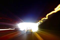 退出一个黑暗的隧道的汽车 免版税库存图片