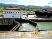退出巴拿马船的运河 图库摄影