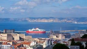 退出马赛老港口的轮渡 图库摄影