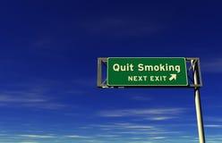 退出高速公路离开的符号抽烟 免版税库存照片
