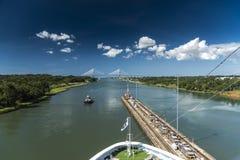 退出Gatun的海岛公主锁巴拿马运河 库存图片