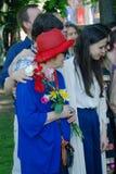 退役军人妇女为拿着花的照片摆在 图库摄影