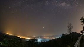 退色星和银河,早晨日出从太阳通过的光云彩早晨 Th 影视素材