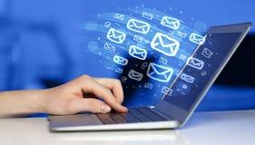 送电子邮件的概念 图库摄影