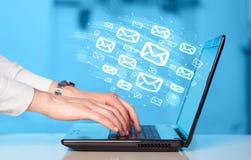 送电子邮件的概念 免版税库存照片