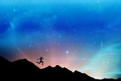 适合浅黑肤色的男人赛跑和跳跃的综合图象 免版税图库摄影