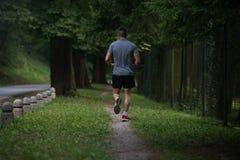 适合的人健身运动员式样行使室外 免版税库存照片