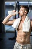 适合的人饮用水 免版税库存照片