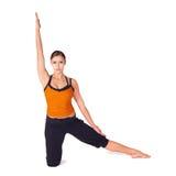适合的实践的女子瑜伽 免版税库存图片