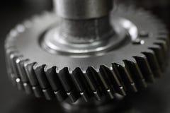 适应引擎或机器的滑轮调动的力量,机器设备或者汽车零件修理的引擎 免版税库存图片