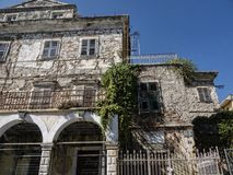 适用于整修房子在老镇在科孚岛希腊海岛上的科孚岛镇  免版税库存图片