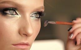 适用构成 美丽的深度眼睛睫毛调遣故意长的构成浅妇女 染睫毛油刷子 优质图象 免版税库存照片