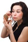 适用查找染睫毛油镜子妇女 库存图片