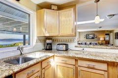 逆花岗岩厨房顶层 图库摄影