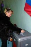 选举日在俄罗斯的卡卢加州地区村庄  库存图片