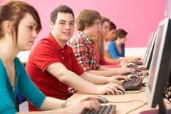 选件类计算机学员少年使用 库存照片