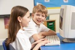 选件类计算机学童使用 免版税库存图片