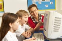 选件类计算机学童使用 免版税图库摄影