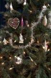 选择、塑料圣诞树与光和装饰 免版税库存图片