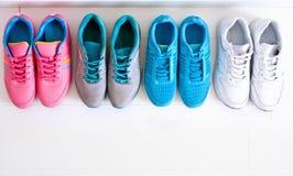选择体育鞋子 库存图片