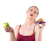 选择在健康和多脂食物之间 免版税库存照片