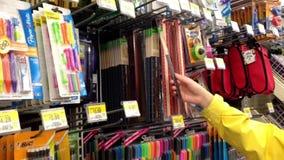 选择在沃尔码商店里面的妇女统治者 股票录像